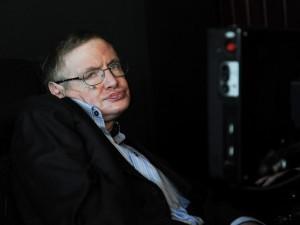 Stephen Hawking ha advertido que las máquinas pueden algún día igualar o superar a los humanos. Foto: AP