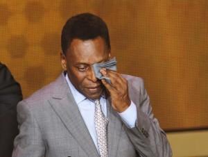 Edson Arantes do Nascimento, conocido como 'Pelé', evoluciona favorablemente de su infección renal. Foto: AP