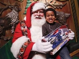 Los niños tendrán la oportunidad de conocer a Santa Claus y posar con él para una foto gratuita. Foto: AP