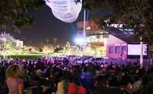 Como ya el friíto se siente en la noche, se recomienda a los asistentes llevar cobijas, abrigos, guantes, sombreros, calcetines gruesos. Foto: www.downtownphoenix.com