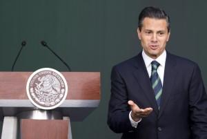 La desaparición de 43 estudiantes de la Normal Rural de Ayotzinapa propició la desaprobación de Enrique Peña Nieto. Foto: AP
