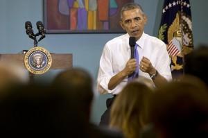Barack Obama dijo que dar a la gente la confianza de que puede registrarse ante las autoridades será una parte importante del éxito del programa. Foto: AP