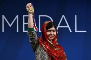 La activista paquistaní de 17 años sobrevivió a un atentado de la insurgencia Talibán en 2012 por defender el derecho a la educación de las niñas en Pakistán. Foto: AP