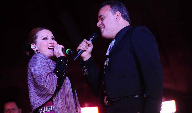 Brillan Alicia Villarreal y Fernando de la Mora en concierto