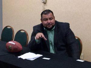 Rolando Cantú, del departamento de relaciones públicas en español de los Cardenales de Arizona. Foto: Carlos Molina
