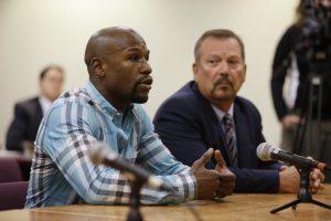 El rapero Warren Hayes era un conocido del boxeador profesional Floyd Mayweather Jr. (izq) Foto: AP