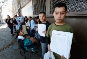 Aunque han dado un paso más en la obtención de licencias de manejo, los dreamers todavía están a la espera de que esto sea una realidad. Foto: AP