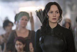 "En esta imagen dada a conocer por Lionsgate, Jennifer Lawrence interpreta a Katniss Everdeen en una escena de la película ""Los Juegos del Hambre: Mockingjay Part 1"". Foto: AP"