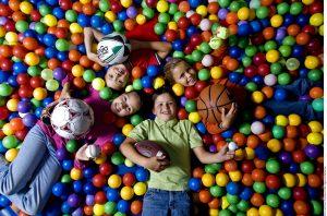 Los juguetes que promueven la creatividad ayudan a desarrollar las habilidades de los niños. Foto: Agencia Reforma