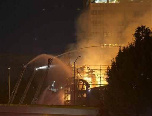 Voraces incendios afectan a Los Ángeles