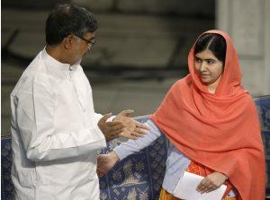 Los ganadores del Premio Nobel de la paz, Malala Yousafzai de Pakistán y Kailash Satyarthi de la India durante la ceremonia de entrega del galardón en Oslo, Noruega. Foto: AP