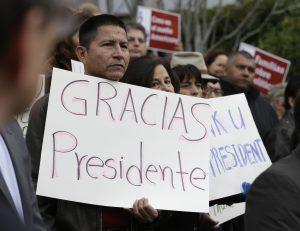 La orden ejecutiva fue anunciada por Obama el pasado 20 de noviembre para extender el amparo contra la deportación a casi la mitad de los 11.2 millones de indocumentados que se cree residen en Estados Unidos. Foto: AP