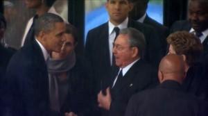 Barack Obama y el mandatario cubano Raúl Castro. Foto: AP