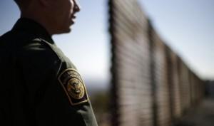 Los recursos serían suficientes para construir entre ocho y 16 kilómetros de muro o valla fronteriza. Foto: AP