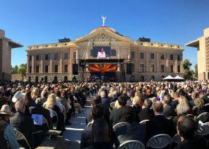 Este lunes dio inicio una nueva era en la historia de Arizona. Miles de personas asistieron a la toma de posesión de Doug Ducey. Foto: Phil Soto