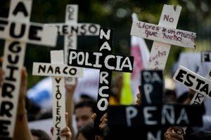 Decenas de miles de personas han salido a las calles desde que los 43 estudiantes de magisterio desaparecieron el 26 de septiembre. Foto: AP