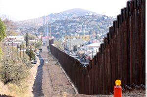 El Centro Kino brinda asistencia a los inmigrantes que son deportados por Nogales. Foto: Agencia Reforma