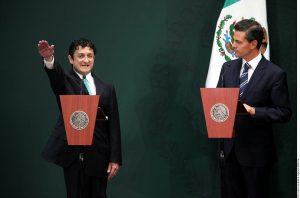 El Presidente Enrique Peña tomó protesta a Virgilio Andrade Martínez (izq.), como nuevo titular de la Función Pública.