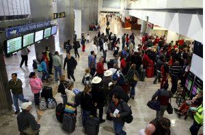 Por espacio de una hora, a partir de las 13:15, el tráfico aéreo en el Aeropuerto Internacional de la Ciudad de México y terminales alrededor del País fue paralizado por una falla en el sistema de computo que controla el tráfico aéreo capitalino.