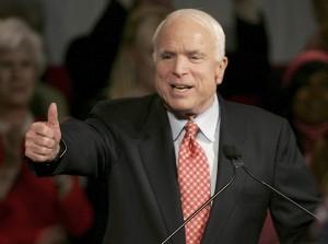 El senador republicano por Arizona, John McCain dijo que los empresarios de la frontera han sido afectados. Foto: AP