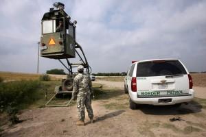 Barry McCaffrey sostuvo que la frontera entre México y EU es ahora más segura que en años anteriores. Foto: AP