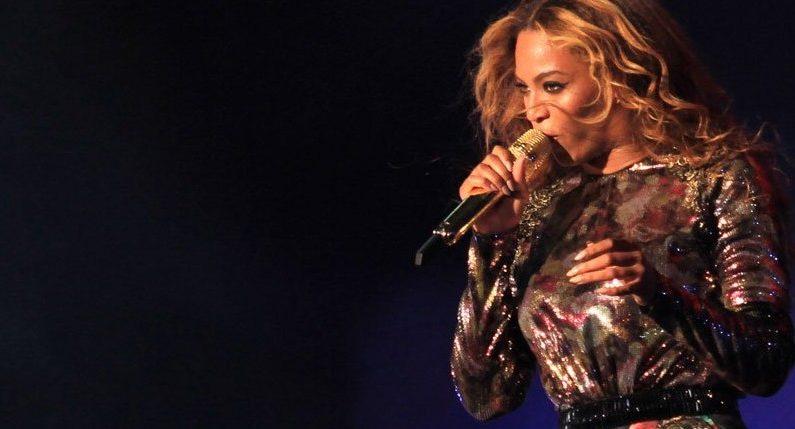 Medio tiempo del Super Bowl, de estudiantes a Beyonce
