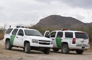El agente fronterizo fue declarado culpable en 2012 de aceptar un soborno para permitir el paso de un cargamento de droga a través de un punto de revisión carretera. Foto: AP