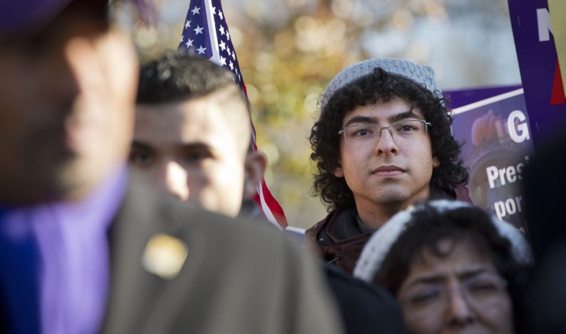Miles de jóvenes indocumentados sin acceso a universidad