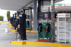 La Secretaría de Hacienda y Crédito Público (SHCP) anunció que en agosto próximo el precio máximo de la gasolina Magna será de 13.96 pesos por litro, el de la gasolina Premium de 14.81 pesos Foto: Notimex
