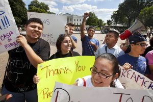 NCLR ha señalado que el bloqueo del DACA y DAPA es solo temporal. Foto: AP