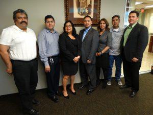 Parte del grupo que trabaja en la formación de la Junta Escolar Latina de Arizona. Foto: Mixed Voces
