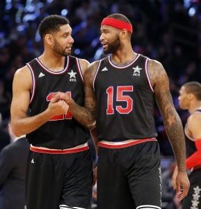 Tim Duncan, de los Spurs, y DeMarcus Cousins, de los Kings, jugaron por el Oeste en el All-Star de la NBA. Foto: AP