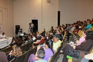 El foro es también organizado por el Centro de Recursos para el Inmigrante en Arizona. Foto: Mixed Voces