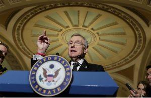 Harry Reid acusó a los republicanos de postergar la seguridad nacional por su deseo de impedir la implementación de medidas a favor de los inmigrantes. Foto: AP