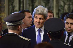 El secretario de Estado John Kerry le aseguró al ministro de Relaciones Exteriores iraní Mohammad Javad Zarif certidumbre de que las nuevas reglas sobre visas no afectarán intereses comerciales iraníes legítimos. Foto: Notimex