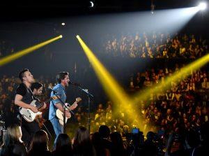 """El rockero colombiano cantó """"Juntos"""", el tema que compuso para la película de Disney """"McFarland, USA"""". Foto: AP"""