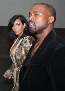 Kim Kardashian y Kanye West asisten a la fiesta oficial de los Grammy el domingo 8 de febrero del 2015 en Los Angeles. (Foto