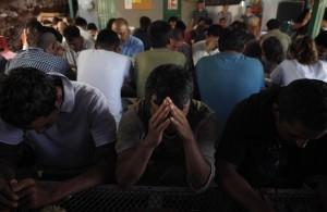 Los migrantes estuvieron cautivos por varias semanas en la ciudad fronteriza de Nogales. Foto: AP
