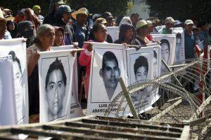 Un total de 43 estudiantes de la Escuela Normal de Ayotzinapa están desaparecidos desde el 26 de septiembre tras ser reprimidos por la policía municipal de la ciudad de Iguala. Foto: AP