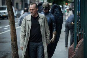 Michael Keaton interpreta a Riggan Thomson, una astro de Hollywood famoso por darle vida a un superhéroe alado que trata de cambiar su imagen pública al montar una drama de Broadway. Foto: AP