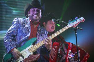 Polo Urías y Daniel Esquivel haciendo dueto. Foto: Mixed Voces