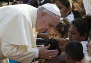 El pontífice tiene programado realizar una gira por el país en septiembre. Foto: AP