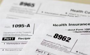 Declaraciones viejas de impuestos pueden ayudar a los ladrones a llenar declaraciones de impuestos creíbles en el futuro, lo que facilitaría rebasar los filtros del IRS. Foto: AP