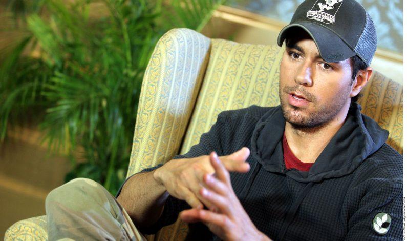 Anuncian beca Enrique Iglesias de $200 mil