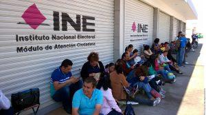 Maestros de Guerrero, Oaxaca y Michoacán bloquean oficinas electorales en sus entidades en demanda de la aparición de los 43 normalistas de Ayotzinapa.