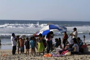 Si vas a la playa siempre nada en las áreas designadas. Foto: Notimex