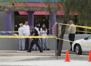 La policía acordonó una zona donde ocurrió un tiroteo en Mesa, Arizona. Foto: AP