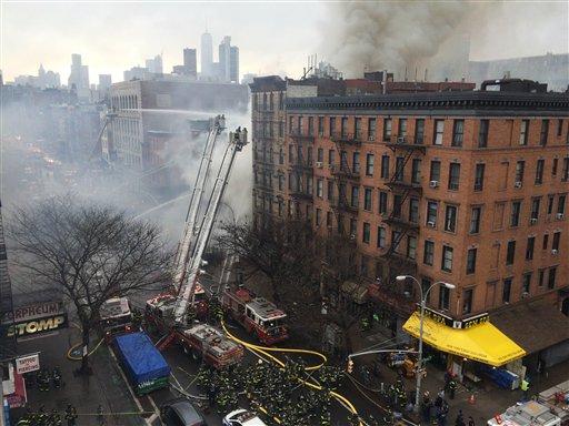 Varios heridos tras incendio y derrumbe en Nueva York