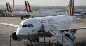 El Airbus A320 de la aerolínea de bajo coste Germanwings emitió una llamada de socorro a las 10:45 a.m. del martes, antes de estrellarse en una zona montañosa
