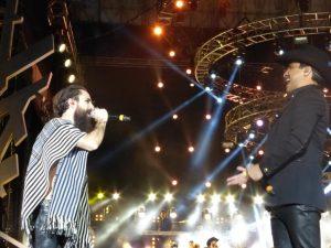 Jay se echó un palomazo con Julión Álvarez. Foto: Cortesía de Televisa